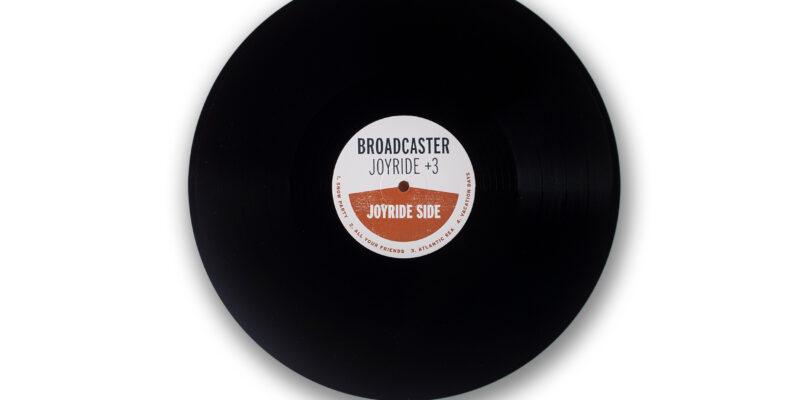 jst091_broadcaster_vinylpic06